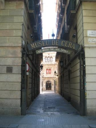 entrance-to-museo-de.jpg